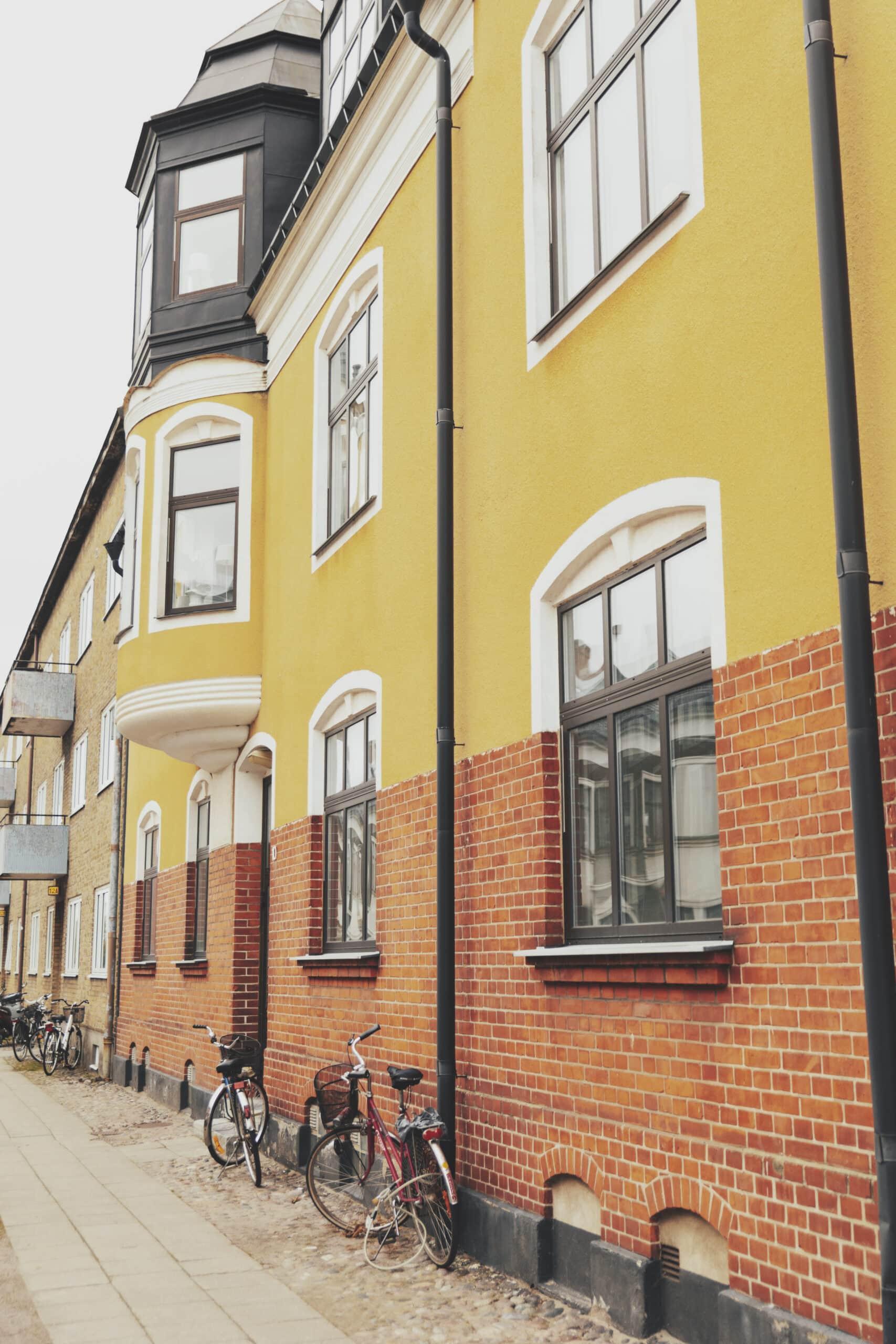 You'll visit Mariagatan, where Wallander lives.